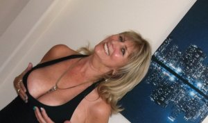 Anne-josé escort in Crystal Lake