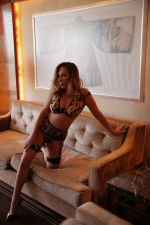 Marie-christèle speed dating and live escort
